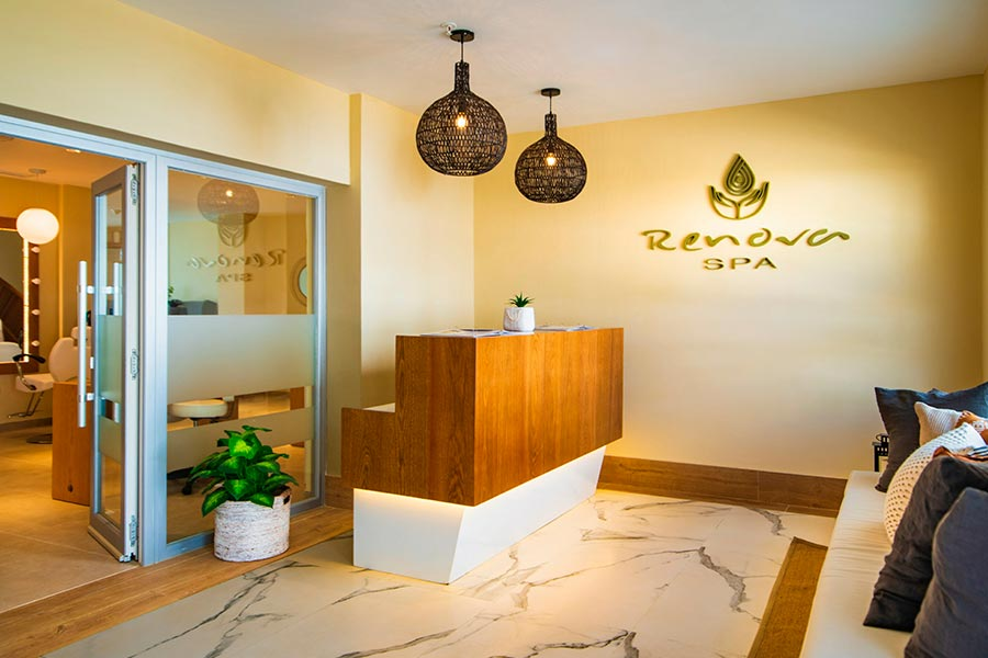 Walk With No Shoes to the spa at the Hotel RIU Palace, Negril Jamaica